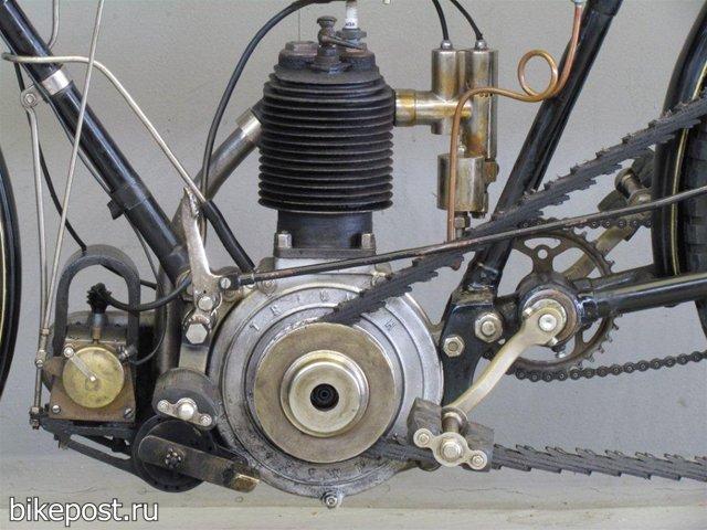 Старинный мотоцикл Triumph 1907