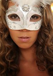 ������� White mask (Lizzie Secret)